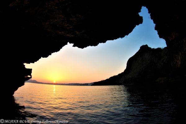 早朝沖縄県青の洞窟体験ダイビング